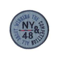 Applicatie button NY&48 op lichte jeans/grijze jersey - 5st